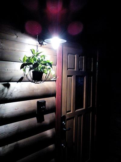 夜の外玄関.jpg